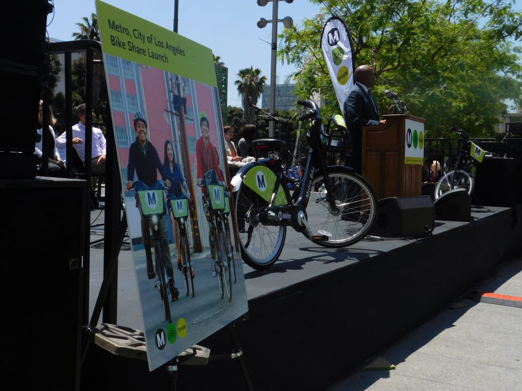 Metro CEO Phillip Washington addresses the crowd of soon-to-be bike sharers.